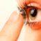 Comment mettre et enlever des lentilles de contact ?