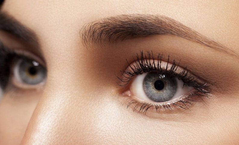 Créer un effet naturel avec un maquillage de soirée léger